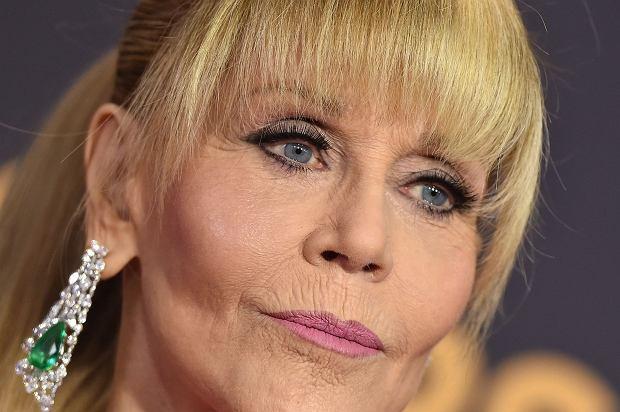 Na wczorajszym rozdaniu nagród Emmy pojawiła się Jane Fonda. Wyglądała zupełnie inaczej niż na co dzień, a wszystko za sprawą młodzieżowej fryzury.