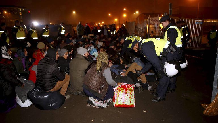 Policja kontroluje uchodźców z nielegalnego obozu w Malmo