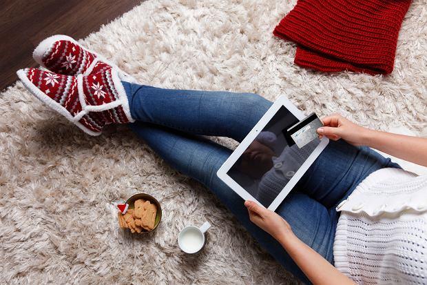 Już co trzeci z nas zamiast wyprawy do zatłoczonego centrum handlowego wybiera zakupy przez internet (fot. iStockphoto.com)