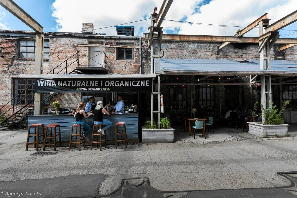 Restaruacja MOD z ulicy Oleandrow na terenie BioBazaru / DAWID ZUCHOWICZ