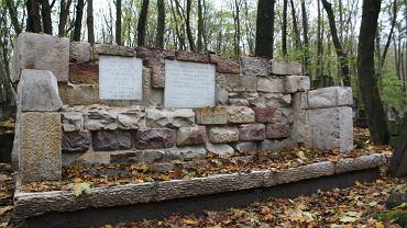 Odnowione nagrobki na Cmentarzu Żydowskim