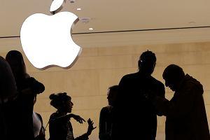 Elżbietę Bieńkowską czeka starcie z Apple. Chce zmusić giganta do zmiany ładowarki w iPhonie