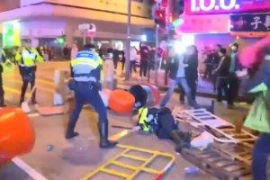 W Hong-Kongu wybuch�y zamieszki. Posz�o o stragany z jedzeniem