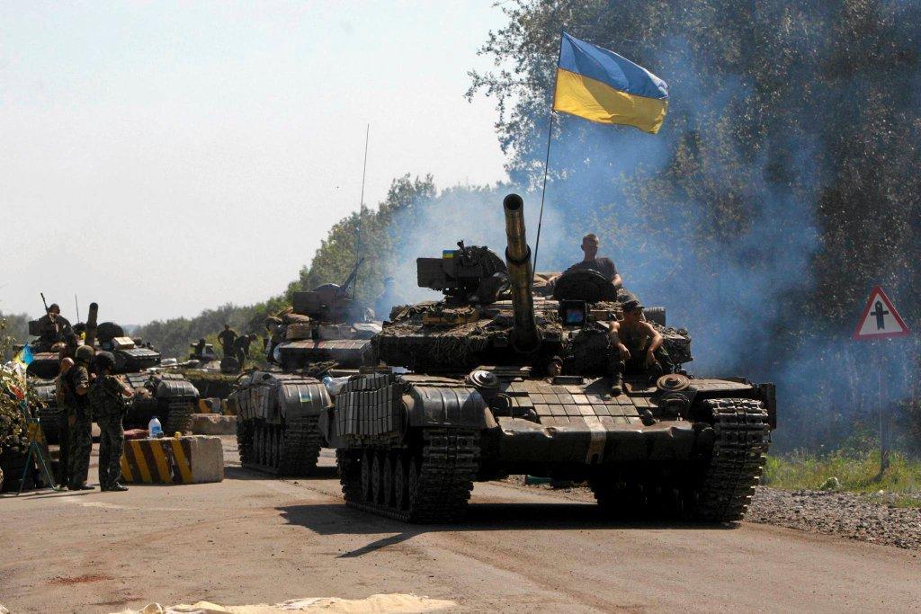 Czołg ukraińskiej armii w okolicach miasta Debalcewe na wschodzie kraju