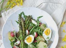 Sałatka z młodych warzyw z jajkiem - ugotuj