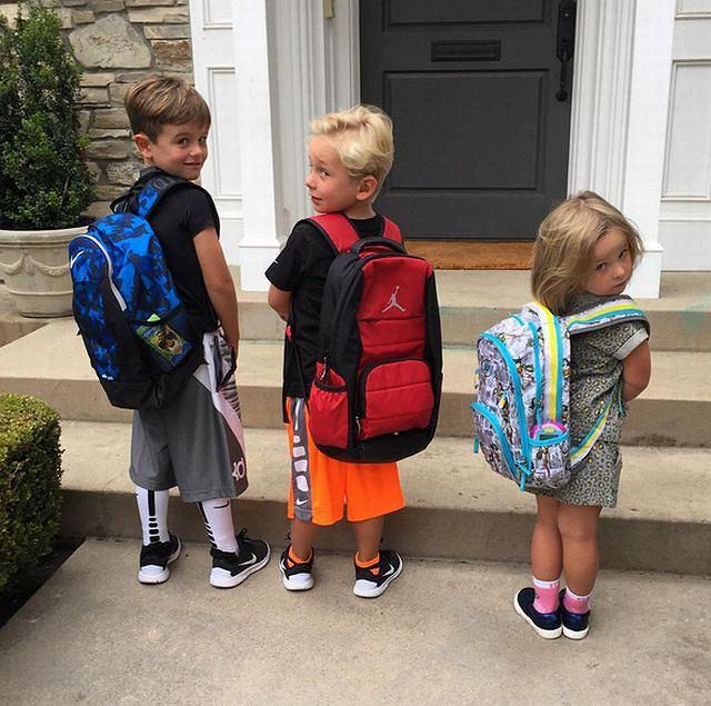 Zdjęcia trojga swoich dzieci wracających do szkoły wrzucił m.in. Joey McIntyre, były członek zespołu New Kids On The Block