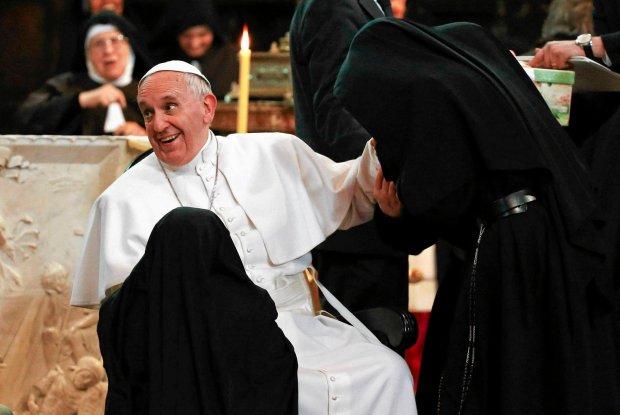 Papie�: Ile� skandali w Ko�ciele z powodu pieni�dzy. Kombinatorzy - nie!