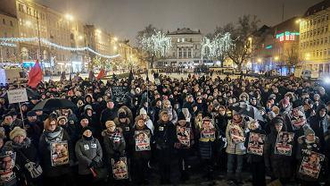 Czarna Środa - protest przeciw zaostrzeniu ustawy antyaborcyjnej i odrzuceniu w Sejmie projektu Ratujmy Kobiety. Poznań, Plac Wolności 17 stycznia 2017
