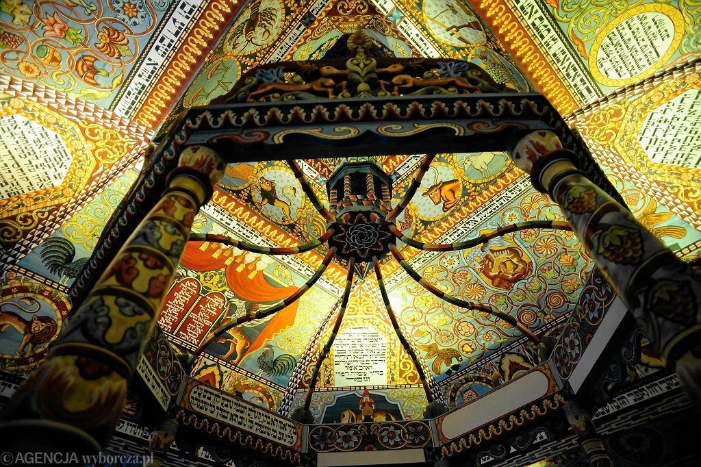 Polin - Muzeum Historii Zydow Polskich. Ręcznie wykonana replika dachu i sklepiania VII - wiecznej drewnianej synagogi z Gwoźdźca / ADAM STĘPIEŃ