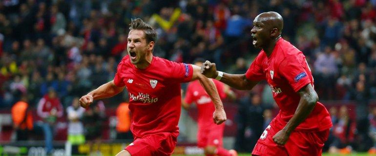 Niesamowity fina� LE! Sevilla wygrywa! Pi�� goli na Stadionie Narodowym, trafi� te� Krychowiak