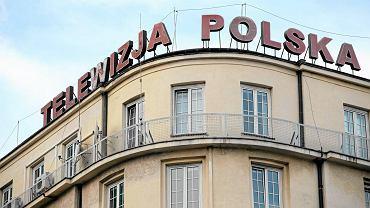 Telewizja Polska jest głównym beneficjentem abonamentu RTV. Budynek TVP na Pl. Powstańców Warszawy, mieści m. in. redakcję 'Wiadomości'.