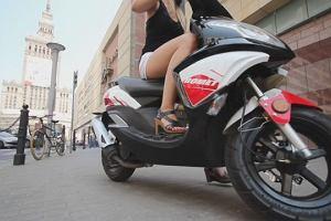 Najgorsi kierowcy w Warszawie jeżdżą na... skuterach?