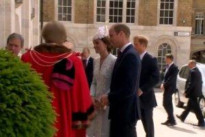 """Księżna Kate i książę Harry usiedli obok siebie. """"To kolejny raz, kiedy..."""" Mina Williama zdradza wszystko!"""