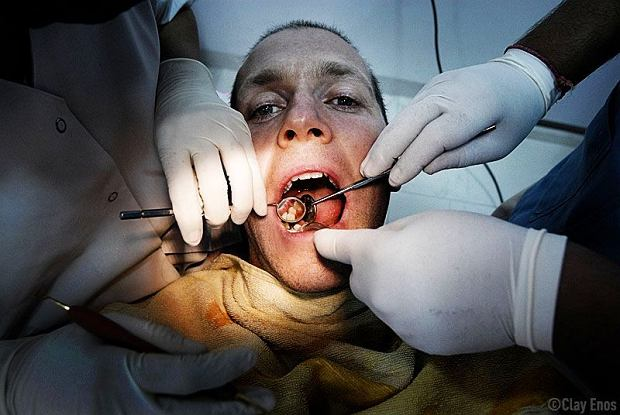My, dentyści, czasami się czujemy jak krwiopijcy. Pacjentom wydaje się, że w prywatnych klinikach chcemy ich naciągać. Nie chcemy! [ROZMOWA]