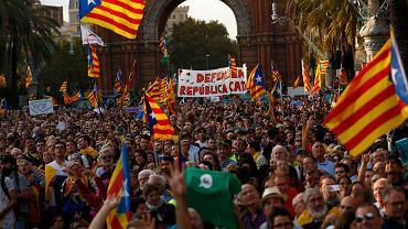Na wystąpienie premiera Puigdemonta czekało na ulicach Barcelony kilkadziesiąt tysięcy ludzi