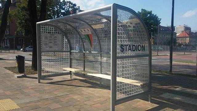 Nowa wiata przystankowa przy stadionie GKS-u Tychy