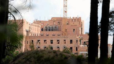 Stobnica. Budowa zamku na jeziorze w Puszczy Noteckiej