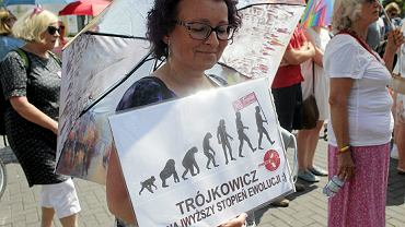 Czerwiec 2016 r. Protest słuchaczy Trójki pod siedzibą na Myśliwieckiej