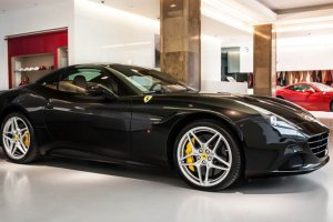 Ferrari w Warszawie | Dwa salony w Polsce