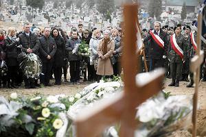 Po�egnali Agat�. T�umy na pogrzebie zamordowanej 17-latki