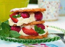 Kruche ciasteczka z kremem i świeżymi owocami - ugotuj
