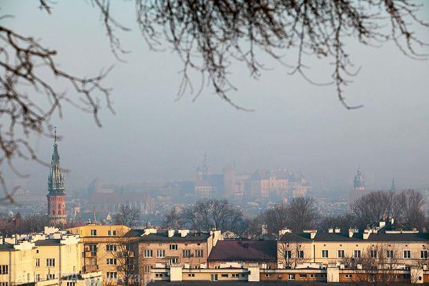 250 mikrogramów na metr sześcienny - takie stężenia szkodliwego pyłu PM10 odnotowano w ubiegłym tygodniu w Krakowie