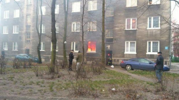 W po�arze mieszkania w budynku przy ul. Naftowej 23 w Sosnowcu zgin�a jedna osoba