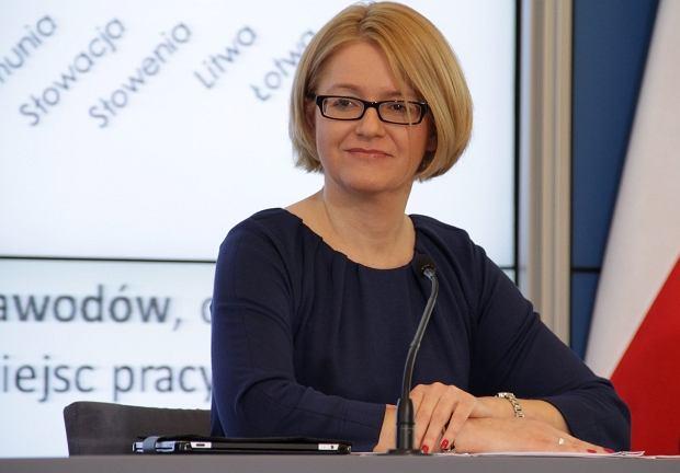 Agnieszka Kozłowska-Rajewicz. Urodzona w 1969 roku. Doktor nauk biologicznych. Posłanka od 2007 roku. Pełnomocniczka rządu do spraw równego traktowania od 2011 roku