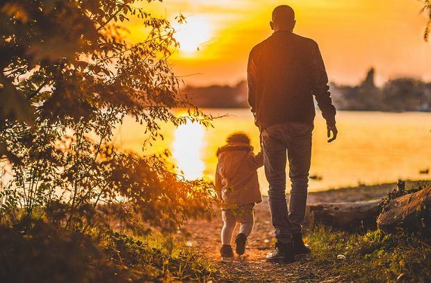 Jak ubrać małe dziecko i niemowlę na jesienny spacer?