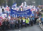 Sukces zwi�zkowc�w: ponad dwie trzecie Polak�w popiera ich protest. To wzrost o 19 pkt proc. [SONDA�]
