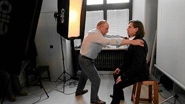 Tomasz Kaczmarek na sesji u sejmowego fotografa