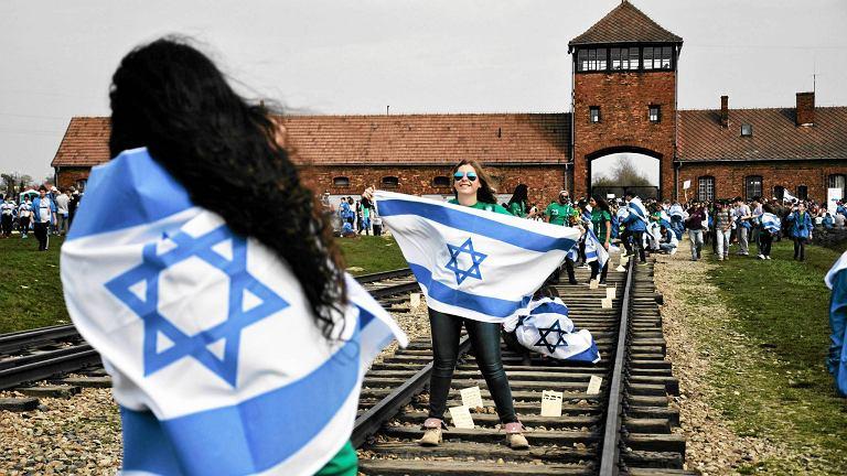 Oświęcim. Marsz Żywych 2015 (z obozu KL Auschwitz do KL Birkenau - dla uczczenia pamięci o zamordowanych)