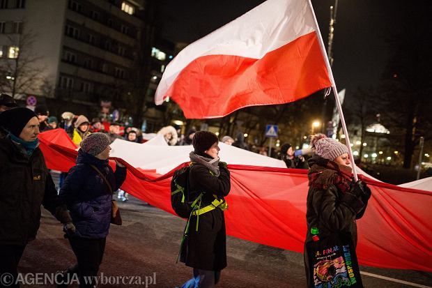 Demonstracja w obronie prawa i sprawiedliwości - przeciw autorytarnym działaniom władz partyjnych i państwowych PiS. Warszawa, ul. Wiejska, 7 grudnia 2017