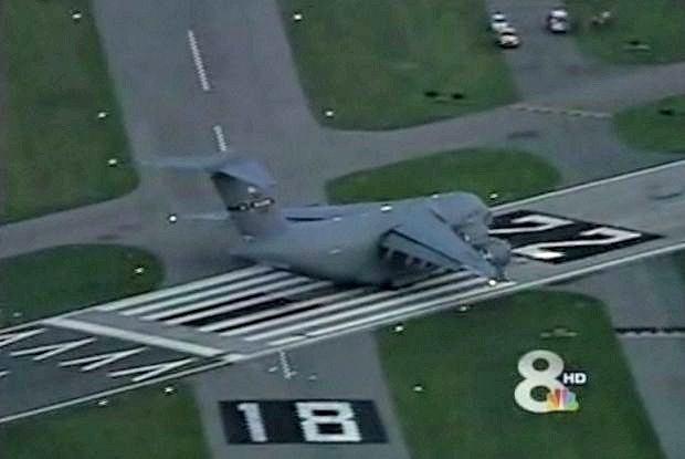 Niesamowite lądowanie C-17