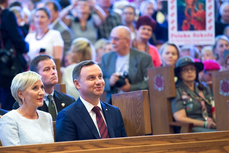 Prezydent Andrzej Duda z małżonką Agatą Kornhauser-Dudą  w Narodowym Sanktuarium Matki Bożej Częstochowskiej w Doylestown w Pensylwanii