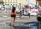 Chcą JOW-ów. Maszerowali przez Wrocław z transparentami