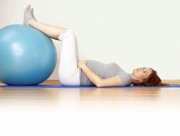 Regularne �wiczenia pomagaj� kobiecie lepiej znosi� ci��� i przygotowuj� do porodu, kt�ry przecie� wi��e sie z du�ym wysi�kiem fizycznym.