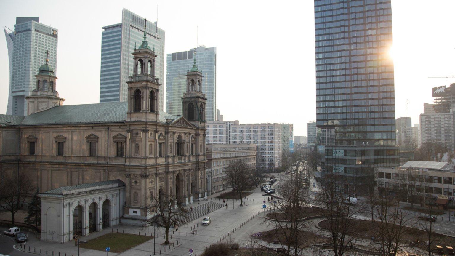 Plac Grzybowski wczesną wiosną