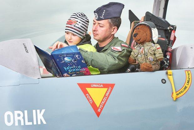 Piloci czytają dzieciom!