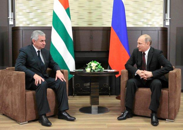 Rosja i Abchazja: Po��czy� nas uk�ad o sojuszu i strategicznym partnerstwie. Gruzja: To aneksja