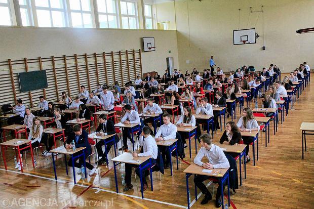 Podczas zeszłorocznej matury egzamin z WOS-u sprawił maturzystom wiele problemów.