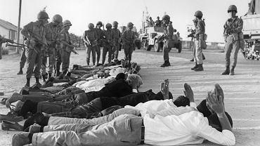 Czerwiec 1967 r., Zachodni Brzeg Jordanu. Palestyńczycy poddają się żołnierzom izraelskim podczas wojny sześciodniowej. Pomiędzy 5 a 10 czerwca armia izraelska zajęła nie tylko Zachodni Brzeg, ale także Strefę Gazy, półwysep Synaj w Egipcie, syryjskie Wzgórza Golan i wschodnią Jerozolimę znajdującą się pod administracją Jordanii.