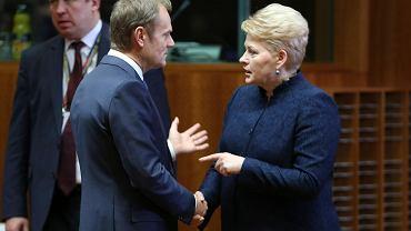 Donald Tusk wita się z prezydent Litwy Dalią Grybauskaite podczas szczytu UE w Brukselu