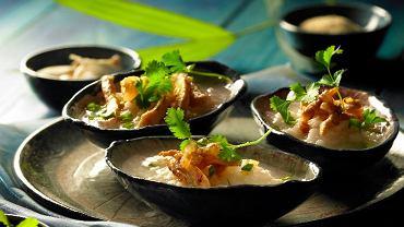 Tajska zupa z ryżem i kurczakiem