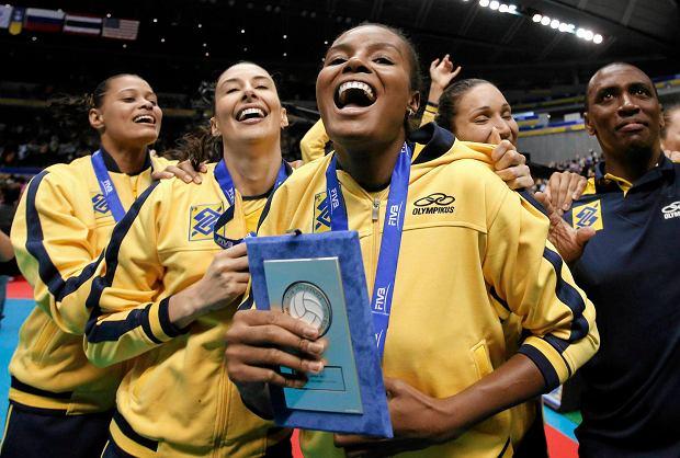 Brazylijki ciesz� si� z wygrania Pucharu Wielkich Mistrzy�. W pierwszym planie MVP rozgrywek Fabiana Claudino