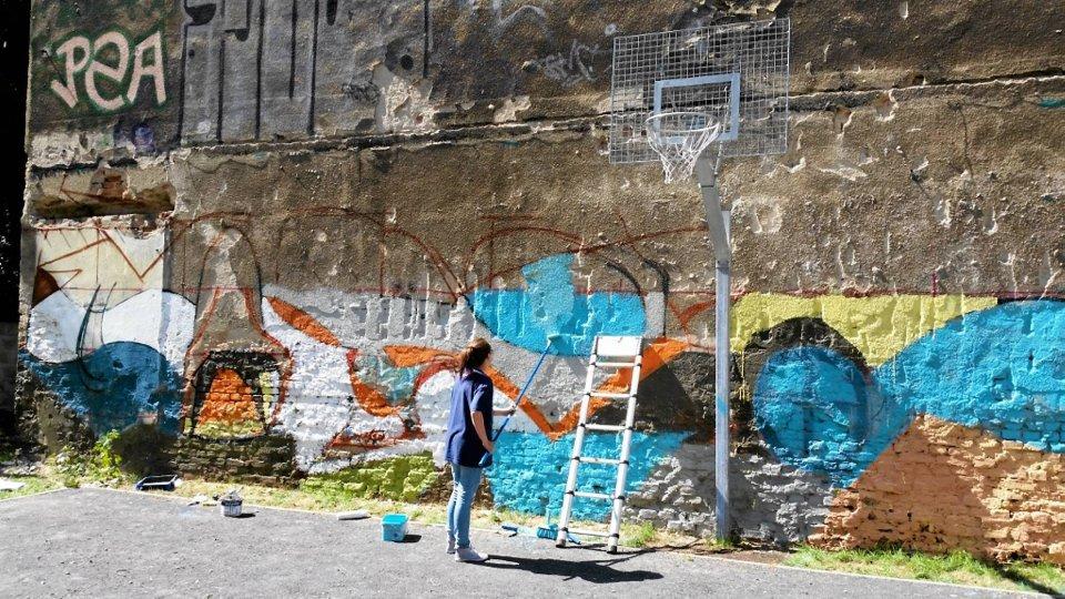 Legalny mural powstaje na kamienicy przy al wyzwolenia for Mural warszawa 44