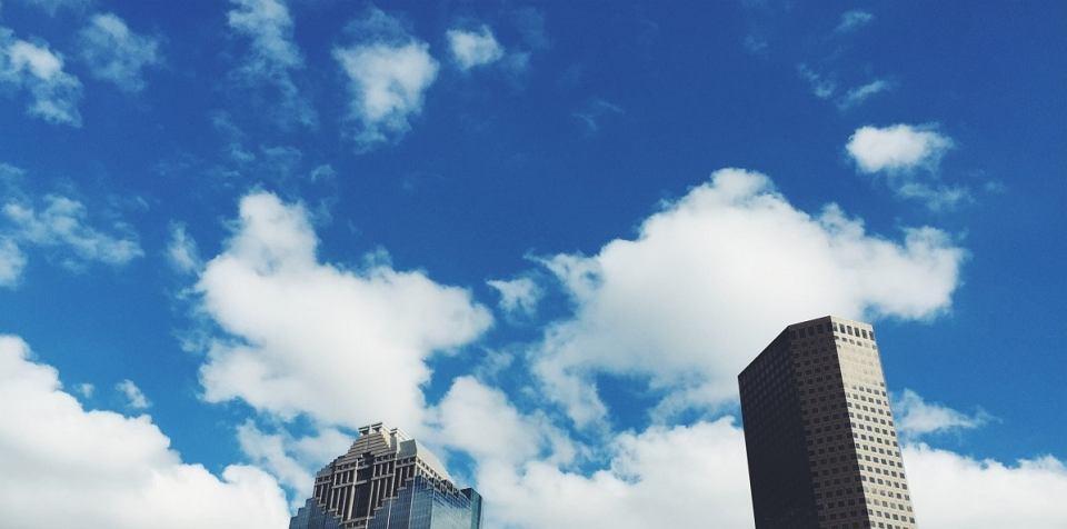 Chmury wieżowce - to przed nimi ostrzegają lotnicy