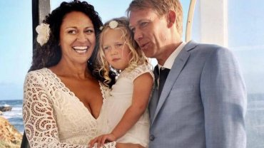 Aminah Hart, Leila i Scott Anderson w dniu ślubu pary