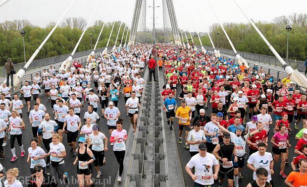 26.04.2015 Warszawa . Orlen Warsaw Marathon 2015 . Fot. Kuba Atys / Agencja Gazeta SLOWA KLUCZOWE: bieganie maraton bieg uliczny /FR/ agx