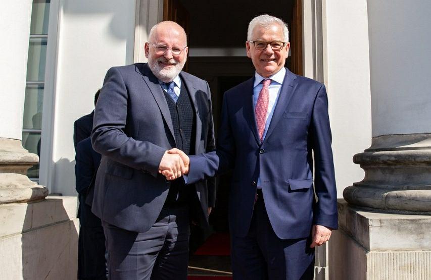 Wiceszef KE Frans Timmermans i minister spraw zagranicznych Jacek Czaputowicz